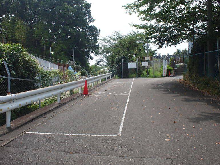 黒川光墓苑 敷地入り口の駐車場