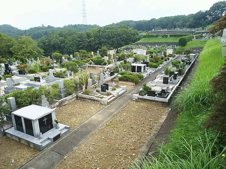 まだ埋まり切っていない八王子上川霊園の墓域
