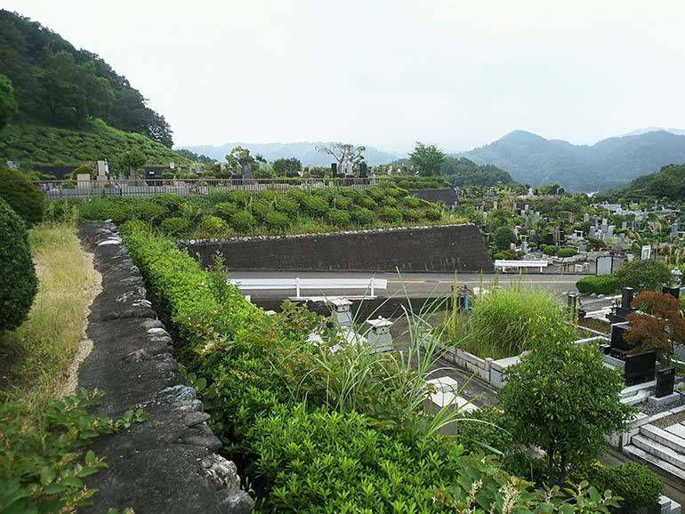 緑豊かな八王子上川霊園の墓域②