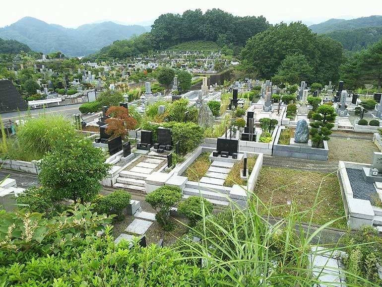 緑豊かな八王子上川霊園の墓域①