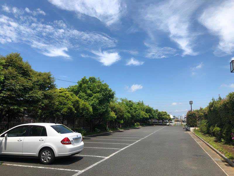 光明寺墓苑 広いバリアフリー駐車場