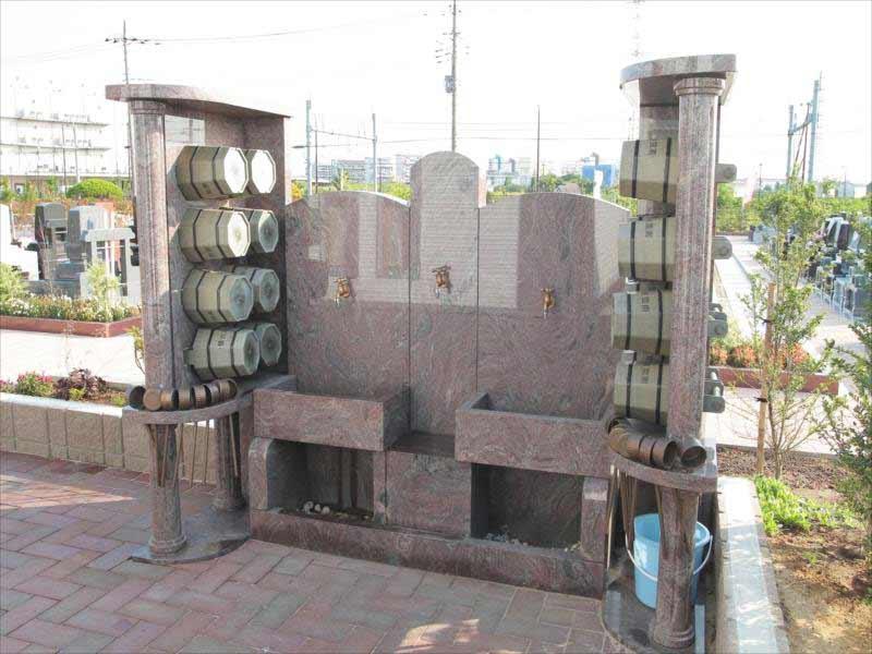 吉川美南霊園 太陽の眠り 桶と柄杓が用意された水場