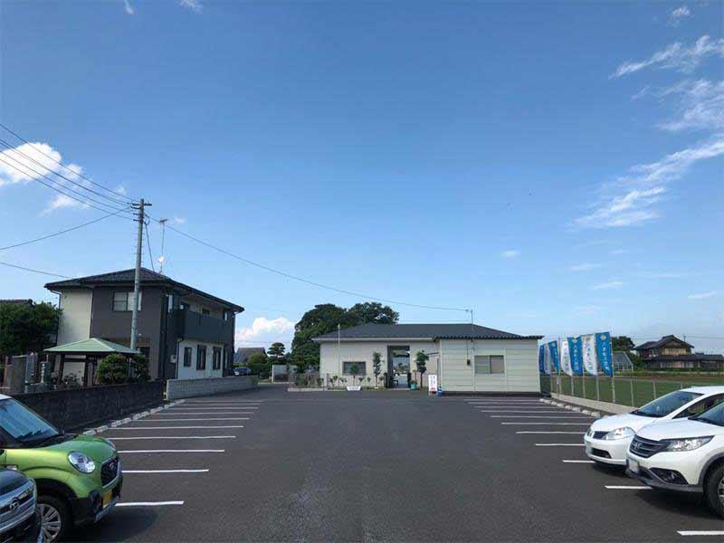 メモリーガーデン久喜清久霊園 広々とした駐車場