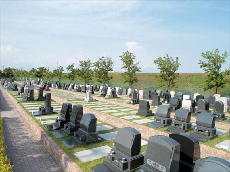 平塚四之宮霊園 芝生が美しいテラス墓所