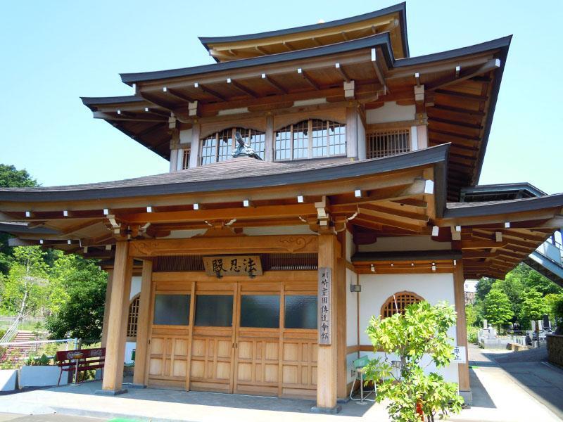 川崎霊園 本堂入口