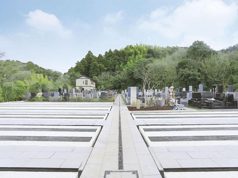 鎌倉湖墓苑二期 バリアフリー設計でどなたでも安心してお参りできる墓域