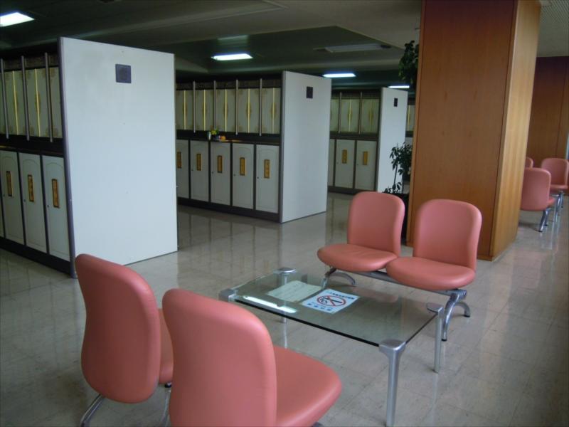 横浜市営久保山霊堂 整頓された納骨壇