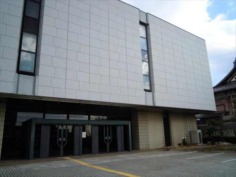 横浜市営久保山霊堂 シックな外観