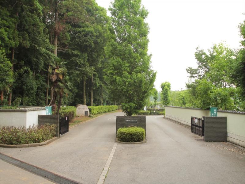 第2船橋メモリアルパーク 木々に囲まれた入り口