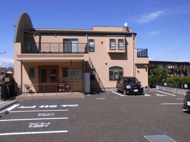 中和倉メモリアルひかりの郷 管理事務所と駐車場