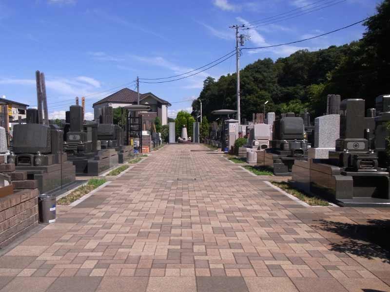 中和倉メモリアルひかりの郷 広々としたメイン参道