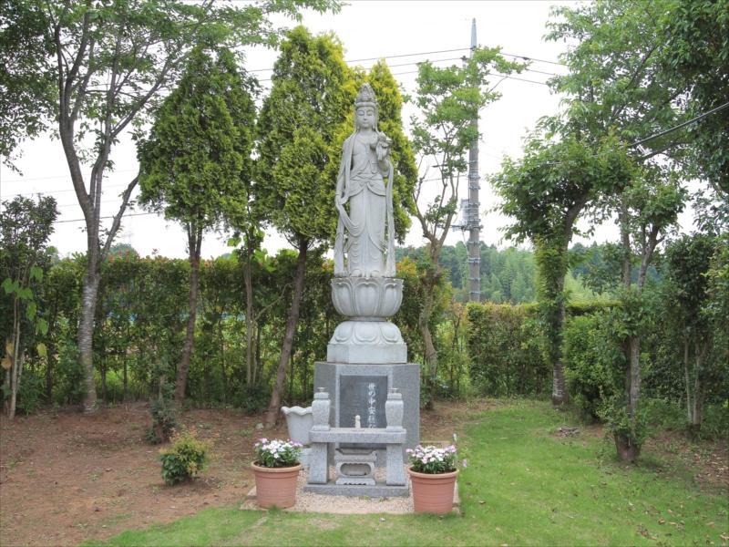 八千代メモリアルヒルズの聖観音像(供養塔)