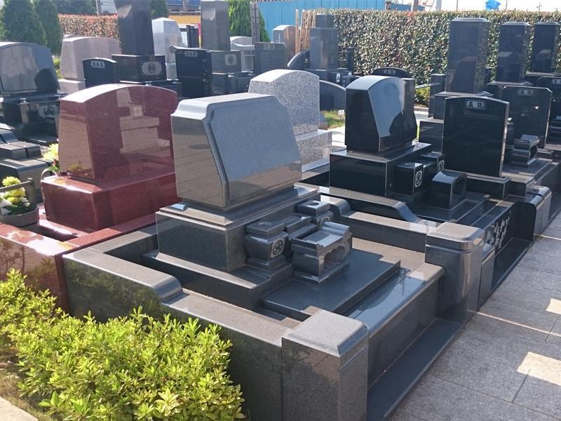 四街道メモリアルグランデ 様々なデザインの墓石が建立