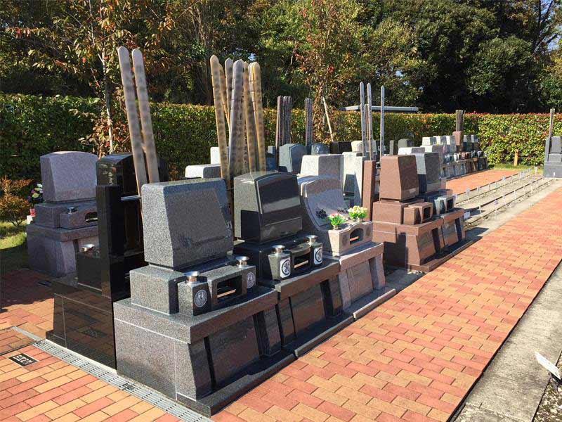 みつわ台霊園 殿台の杜 様々なデザインの墓石が並ぶ墓域