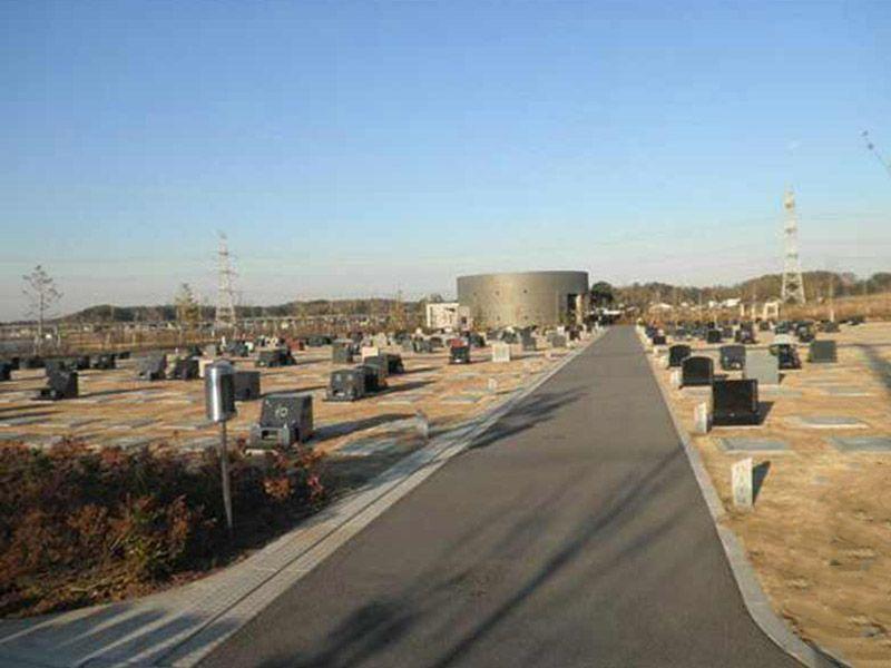 八千代市営霊園 合葬式墓地が見える霊園風景