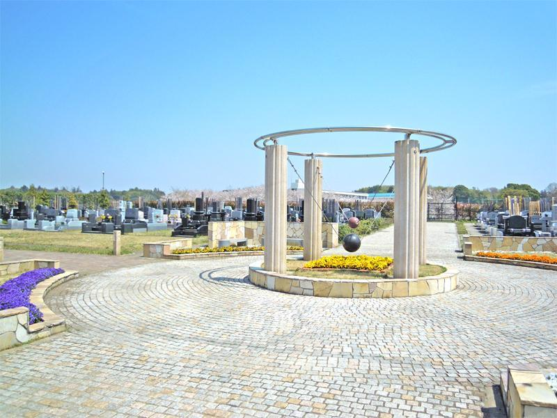 グリーンメモリアル鎌ヶ谷 苑中央に飾られたモニュメント