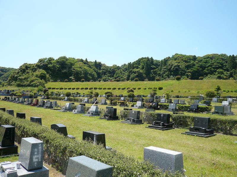 長南町営 笠森霊園 緑豊かな芝生墓所