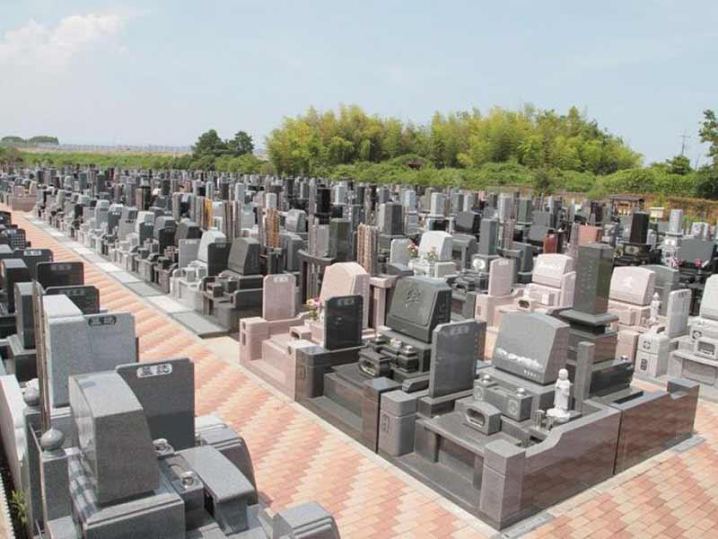 メモリアルパーク市原能満霊苑 和型・洋型の墓石が混在する墓域