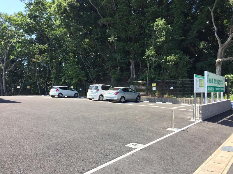 桜の郷 市原能満聖地霊苑 舗装された駐車場