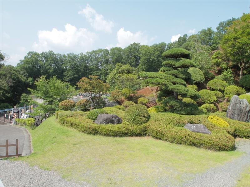 浄光の森聖地 趣のある庭園風景