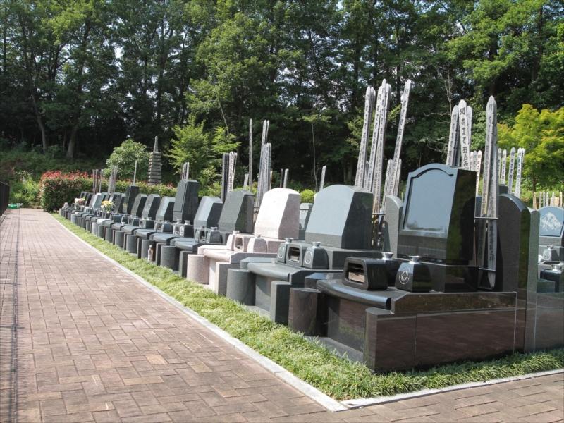 浄光の森聖地 和型・洋型墓石が並ぶ墓域