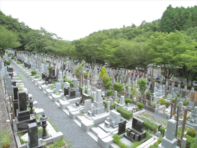 東京秋田霊園 明るく日当たりの良い墓域