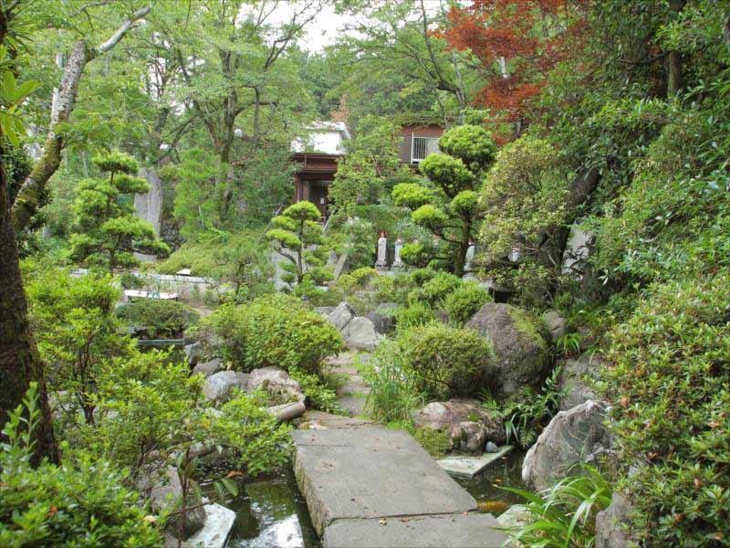東京秋田霊園 趣のある庭園風景