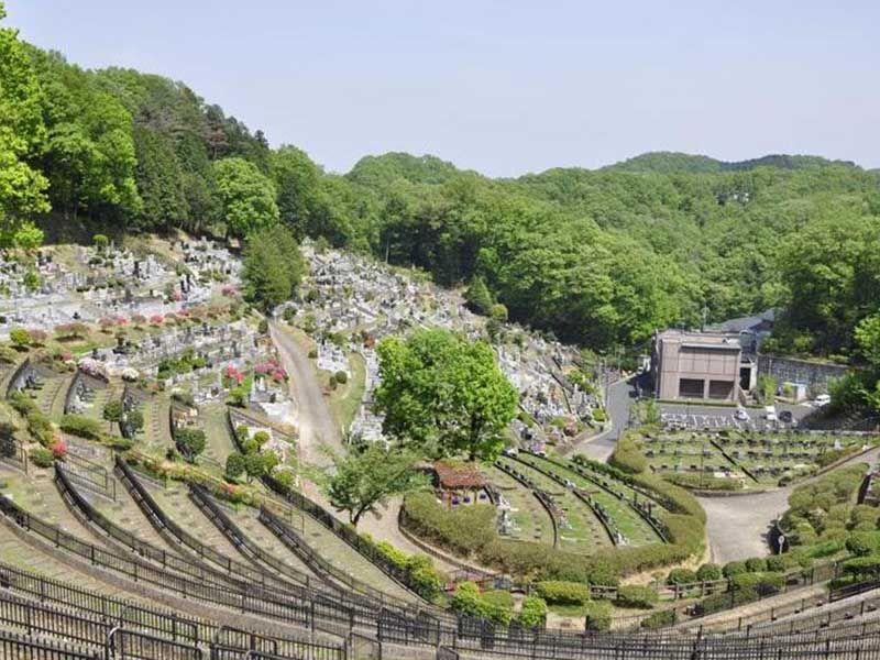 青梅市墓地公園 自然に囲まれた明るい園内