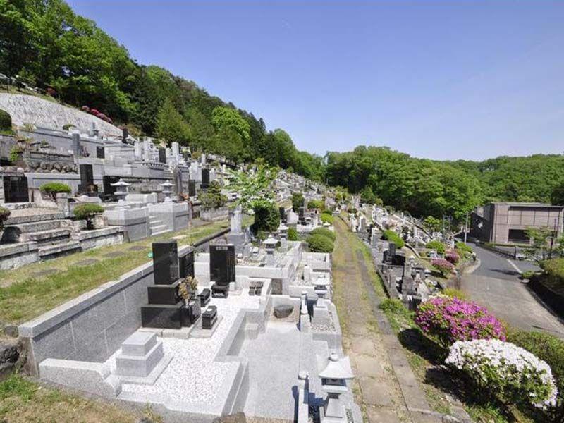 青梅市墓地公園 手入れが行き届いている墓地