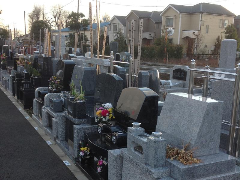 羽村市営 富士見霊園 様々な墓石が混在