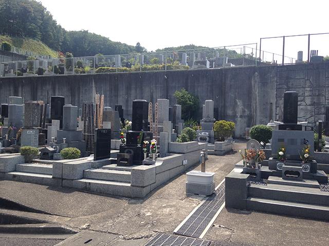 八王子聖地霊園 舗装されているので歩きやすい墓域