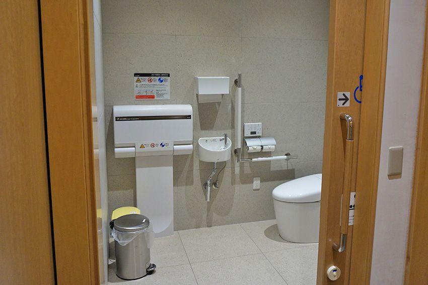 広々としたバリアフリー対応トイレ