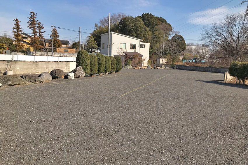 メモリーガーデン彩の杜霊園の広々とした駐車場