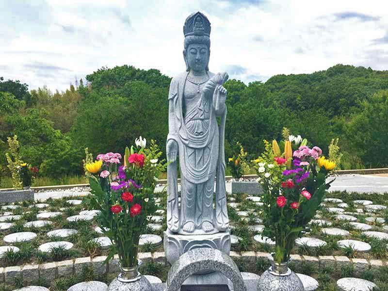 樹木葬 おおどりの杜 見守られる仏様