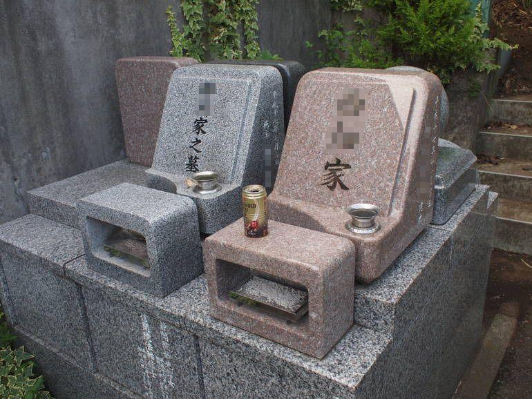 藤沢霊園 色鮮やかな墓石