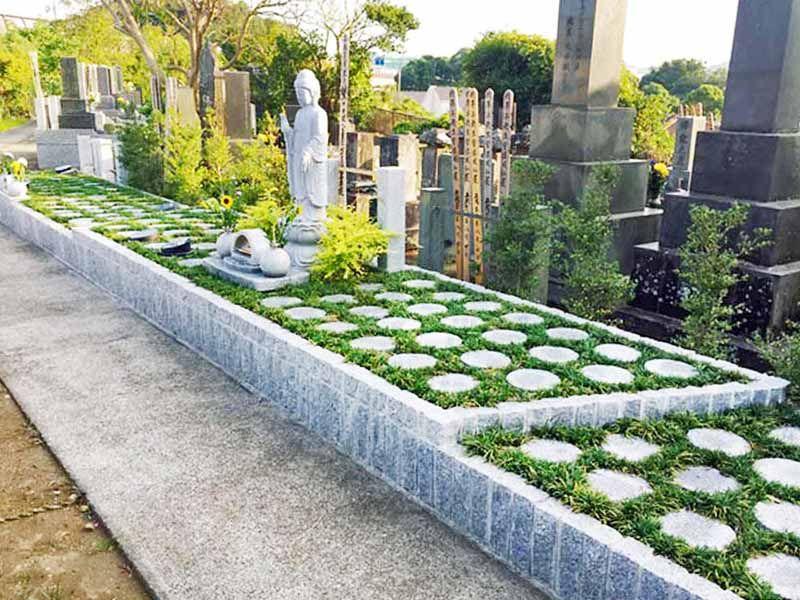 藤沢樹木葬墓地 様々な緑が植えられた樹木葬