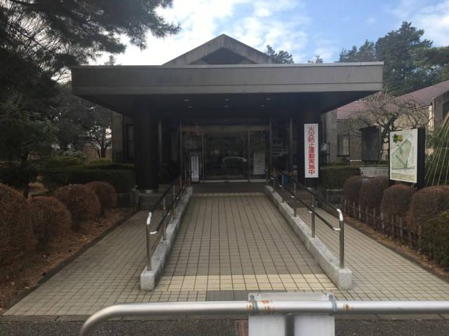 都立 小平霊園 正門を入って左側にある管理事務所