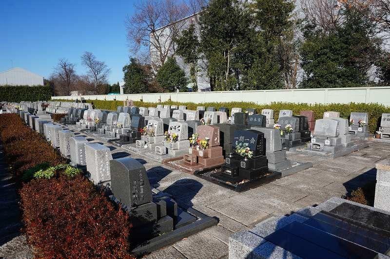 平和浄苑 洋型墓石が並ぶ「ゆとり墓所」