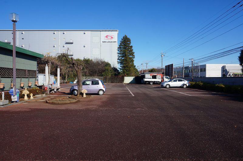 平和浄苑 広々とした駐車場