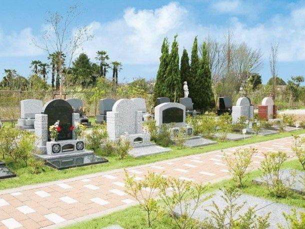 大宮霊園 第二期 緑に囲まれた墓石