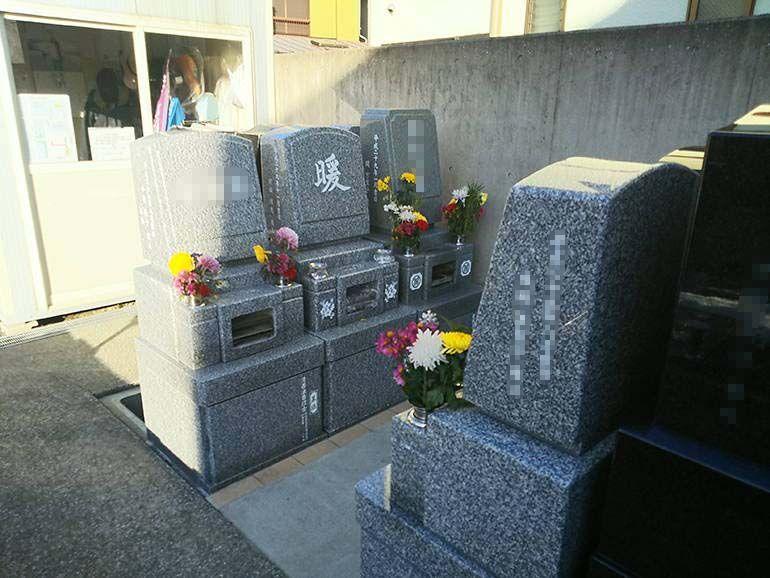 公園墓地 瑠璃光苑 清潔感のある手入れされた一般墓