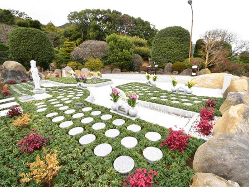 いずみの郷ゆがわら樹木葬墓地