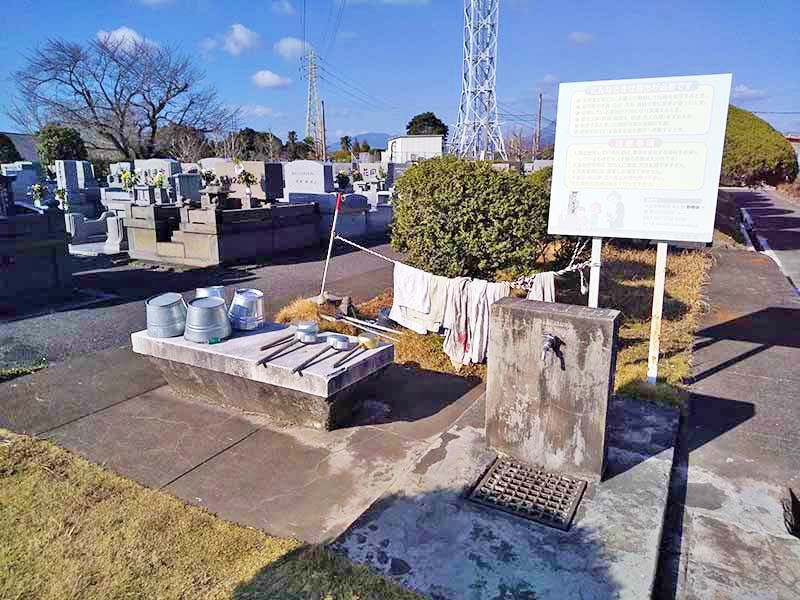 大分市営 丸山墓地公園 広い水場
