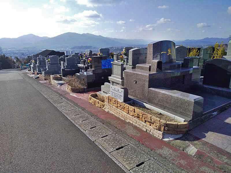 大分市営 丸山墓地公園 高台に構えた墓地