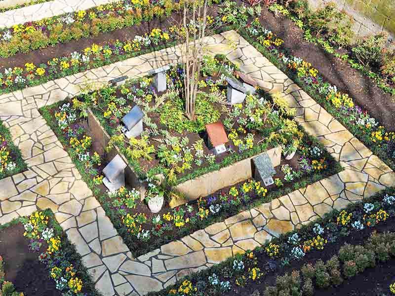 鎌倉やすらぎの杜 色とりどりの花々が楽しめる墓域