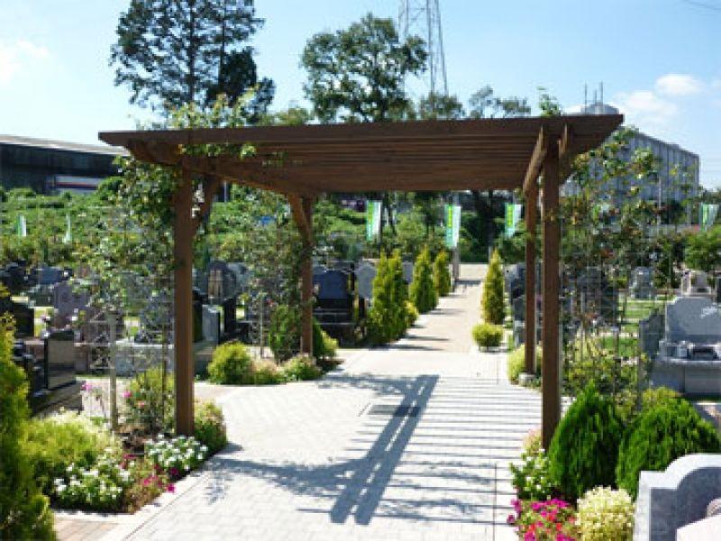 メモリアルガーデン新座 緑に囲まれた霊園内