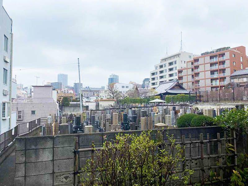 蓮乗院 閑静な住宅街に佇む墓地
