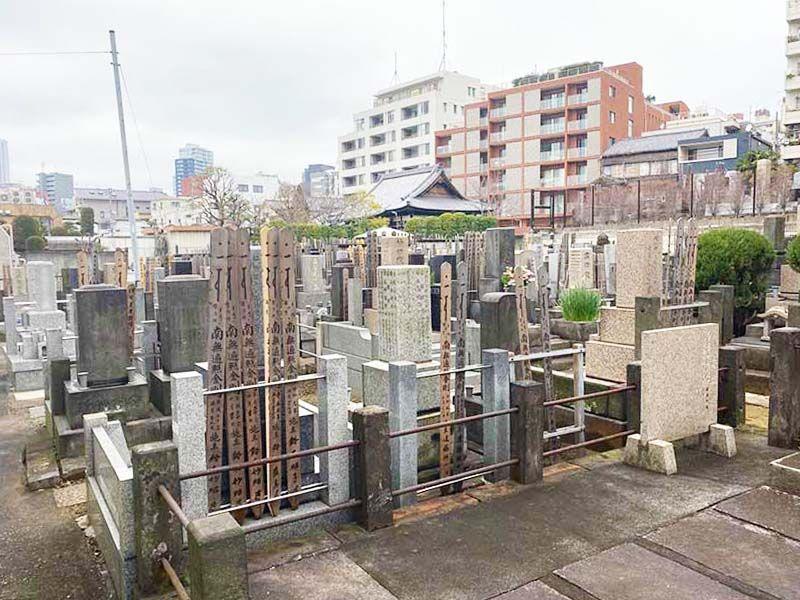 蓮乗院 厳かな雰囲気の墓域