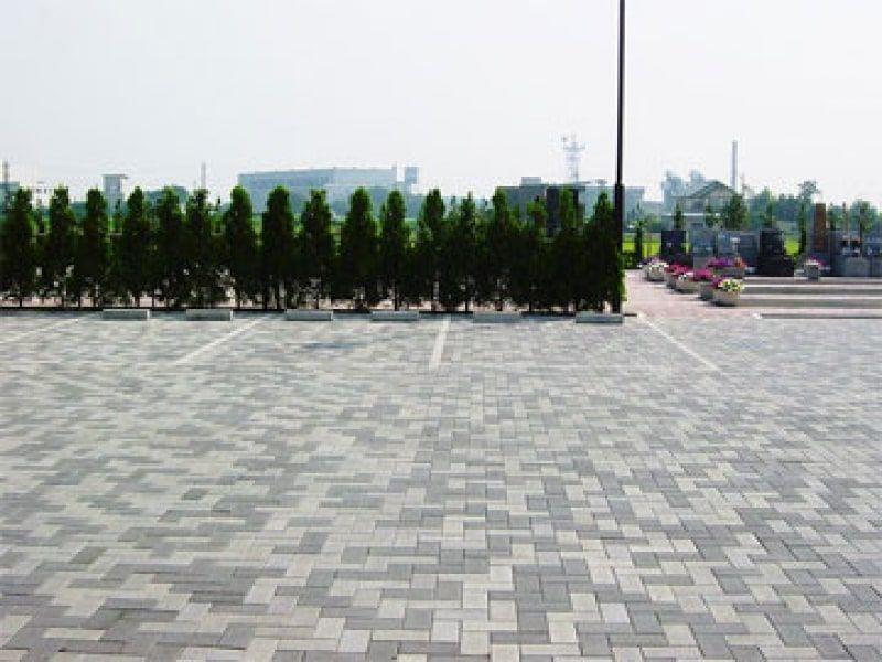 朝霞聖地霊園 整備された駐車スペース
