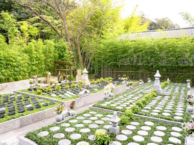 北鎌倉四季の風樹木葬墓地 日当たりの良い明るい墓域